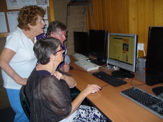COMPUTER HIGHTON SENIORS 001.JPG